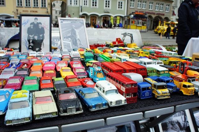 Raritätenflohmarkt am Linzer Hauptplatz - Autoflotte (c) Stern&Kringel