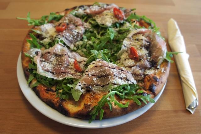 Pizzamanufaktur Casa Vecchia - Handgefertigte Pizza mit italienischem Bio-Prosciutto (c) Stern&Kringel